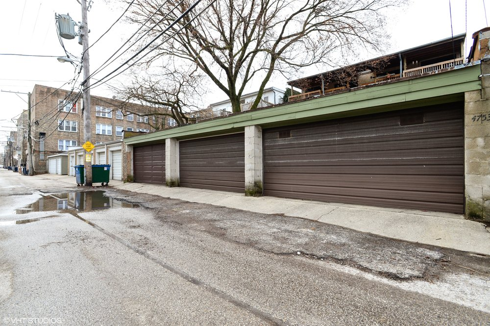 17_4751NorthMaldenSt_2S_35_Garage_HiRes.jpg