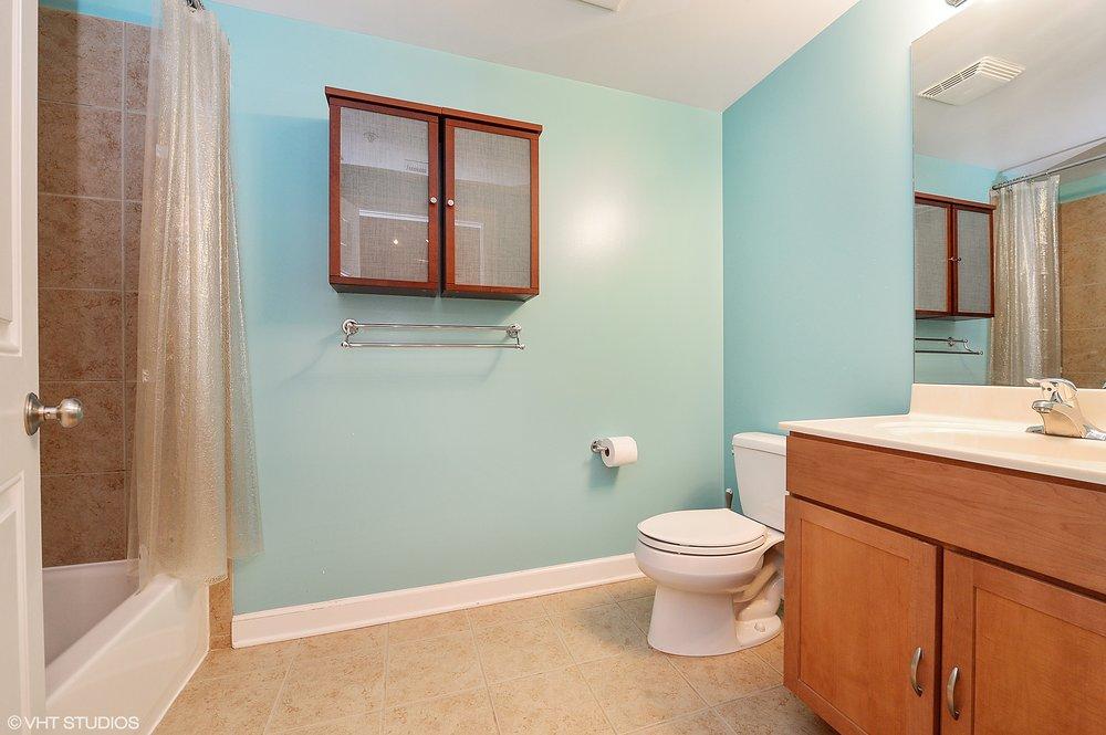 09_824WestSuperiorSt_611_8_Bathroom_HiRes.jpg