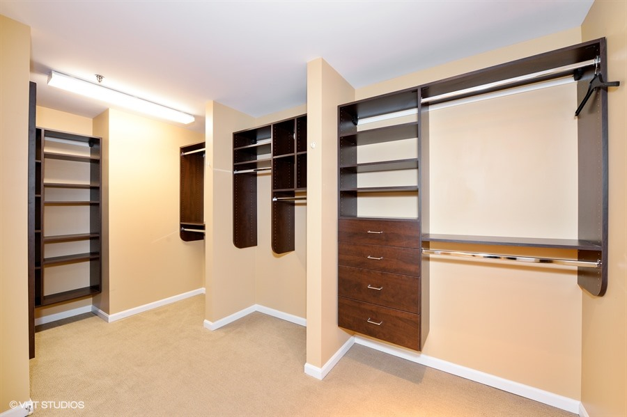 11_1515SouthPrairieAve_1314_45_MasterBedroomCloset_LowRes.jpg