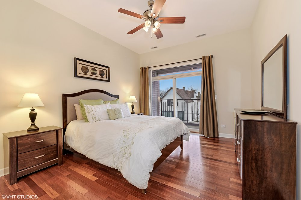 08_5067NorthLincolnAve_302_14_MasterBedroom_HiRes.jpg