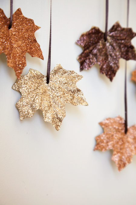 DIY FALLING LEAVES GARLAND - Make thanksgiving even more for the family with this glittery and fun DIY garland to hang from your walls or front door to greet guests.House of Jade