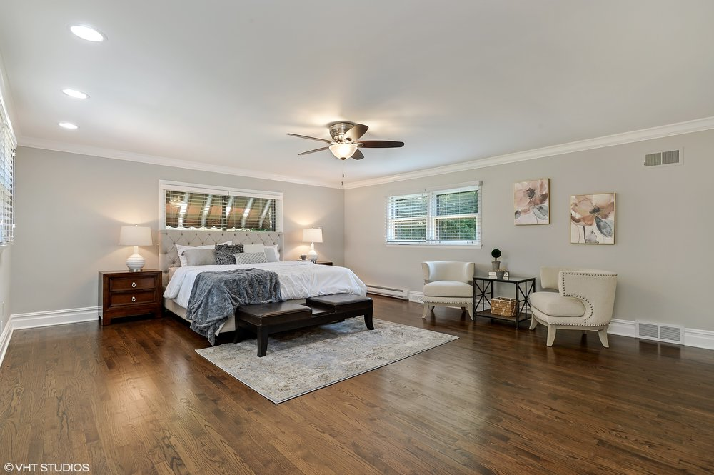 12_6739NorthLeroyAve_14_MasterBedroom_HiRes.jpg