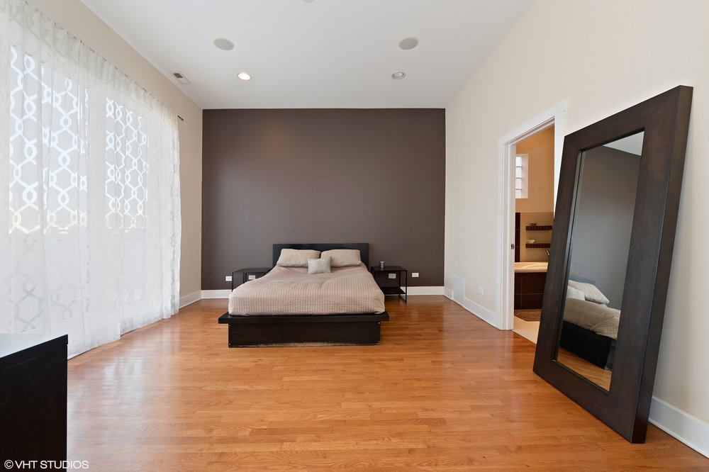 11_1620WestAugustaBlvd_PENT_14_MasterBedroom_HiRes.jpg