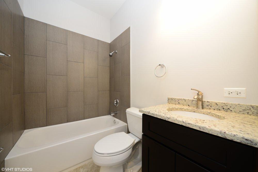 09_3234NorthCentralAve_206_8_Bathroom_HiRes.jpg