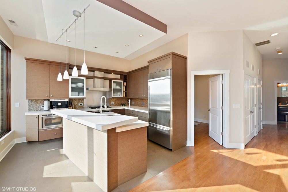 05_1620WestAugustaBlvd_PENT_5_Kitchen_HiRes.jpg