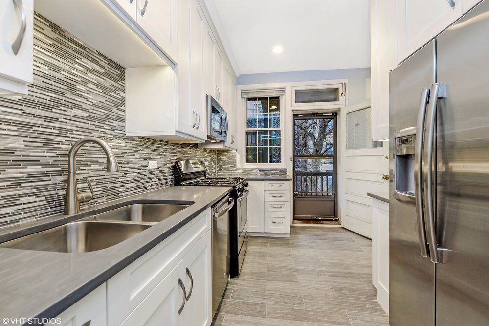 04_644WMelrose_Unit2E_5_Kitchen_HiRes.jpg