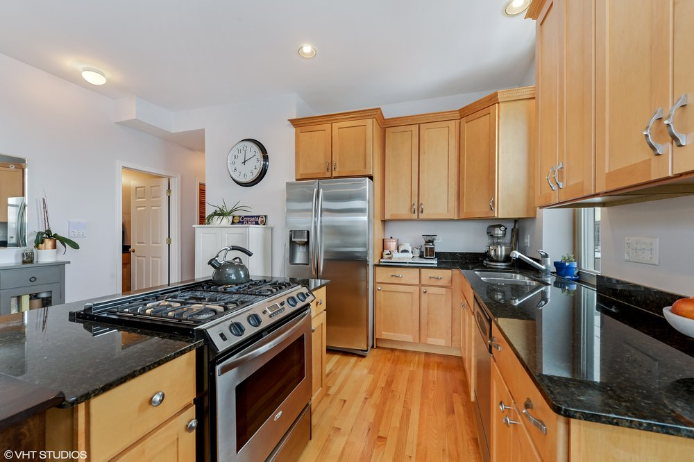 04_1615NCampbellAve_Unit3S_5_Kitchen_HiRes.jpg