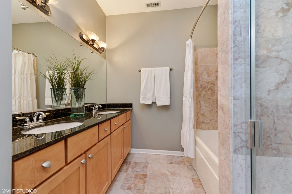 06_1615NCampbellAve_Unit3S_13_MasterBathroom_HiRes.jpg