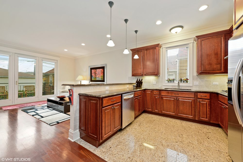 05_3212SouthThroopSt_177_Kitchen_HiRes.jpg