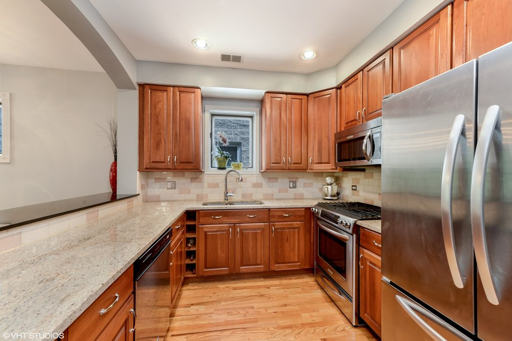05_1413WCuylerAvenue_Unit2E_5_Kitchen_HiRes.jpg