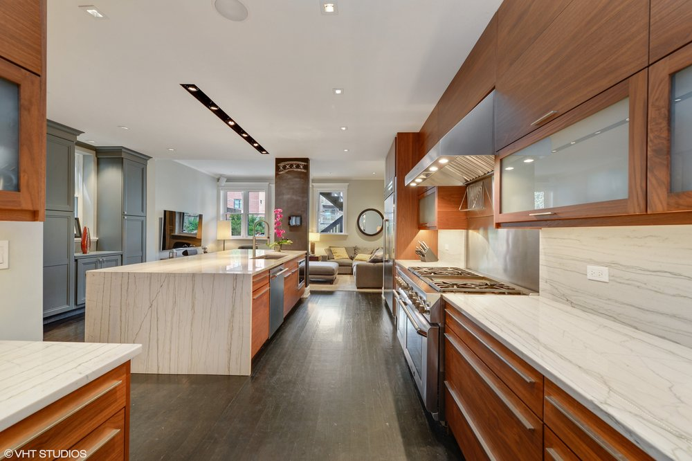 07_901WestNewportAve_177_Kitchen_HiRes.jpg