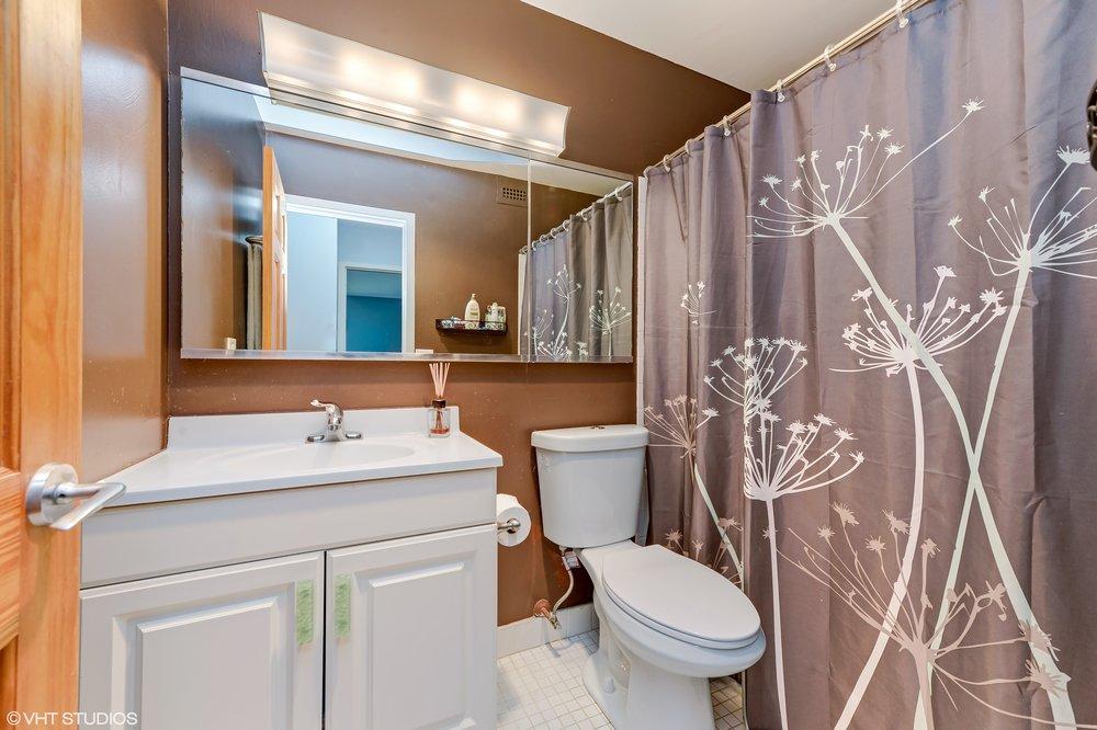 11_1850NorthClarkSt_2602_8_Bathroom_HiRes.jpg