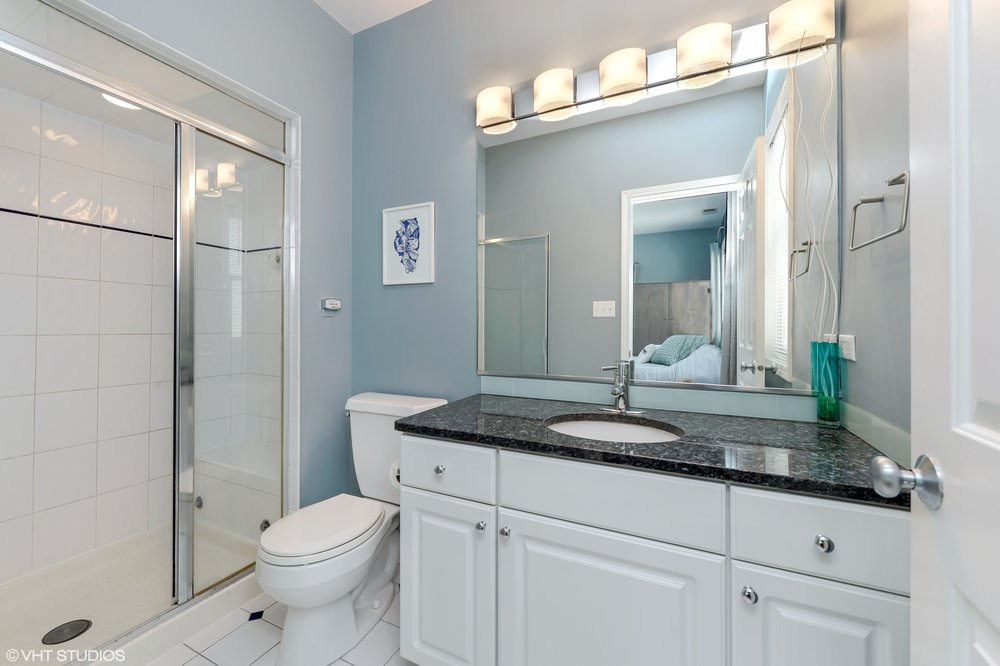 10_1413WCuylerAvenue_Unit2E_13_MasterBathroom_HiRes.jpg