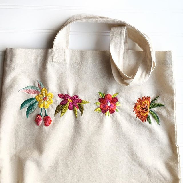 Tote bag anyone? Twenty five dollars and free shipping. Link in bio. 🍋 I found this and a couple other treasures during last week's purge which was SUCH a success that I cancelled the pop-up! 🍋 Everyone who placed an order last week - your goodies have shipped and discounts applied. 🍋 Shop the link to grab what's left and THANK YOU!