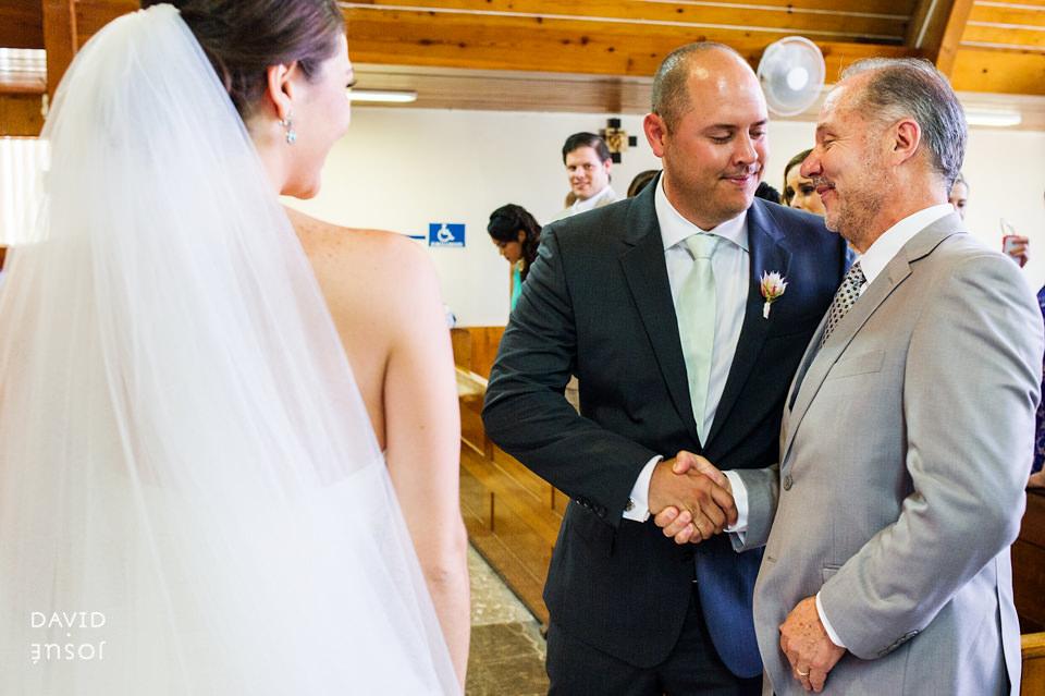 02-iglesia-boda-ensenada-papa-novios.jpg