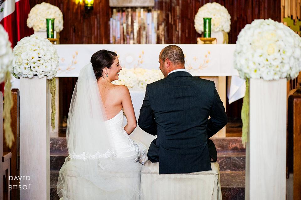 03-iglesia-boda-ensenada-novios.jpg