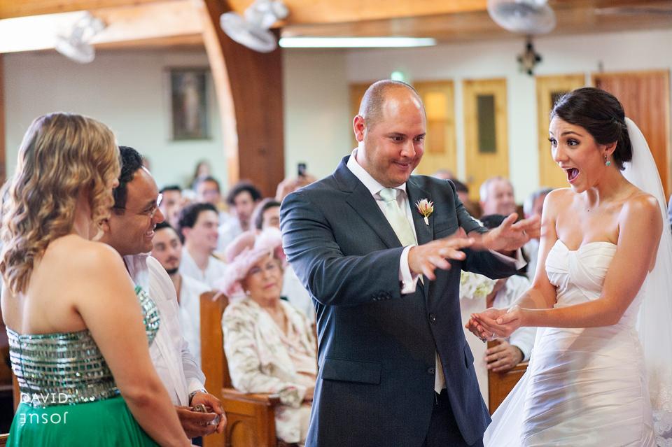 05-iglesia-boda-ensenada-novios-arras.jpg