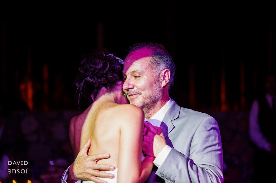 30-primer-baile-novia-papa-boda-cuatro-cuatros-rutadelvino.jpg