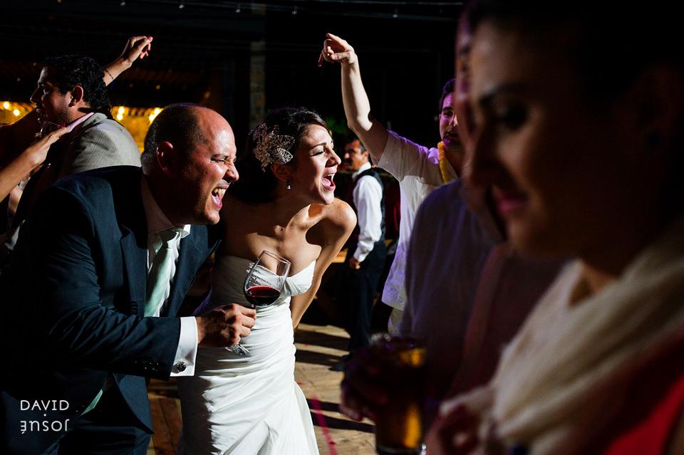 32-fiesta-novios-papa-boda-cuatro-cuatros-rutadelvino.jpg