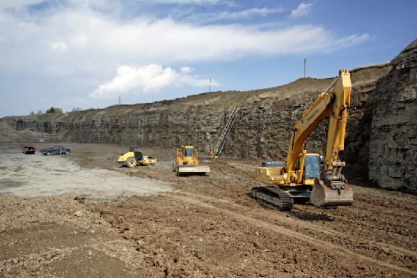 newalta-landfill-workers.jpg