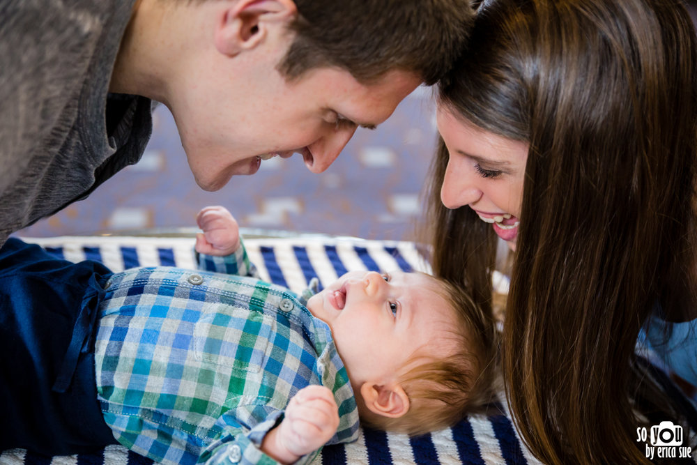lifestyle-extended-family-newborn-photography--2.jpg