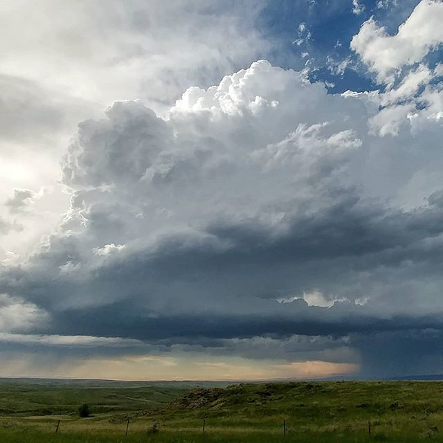Beautiful supercell near Edgemont, South Dakota right now