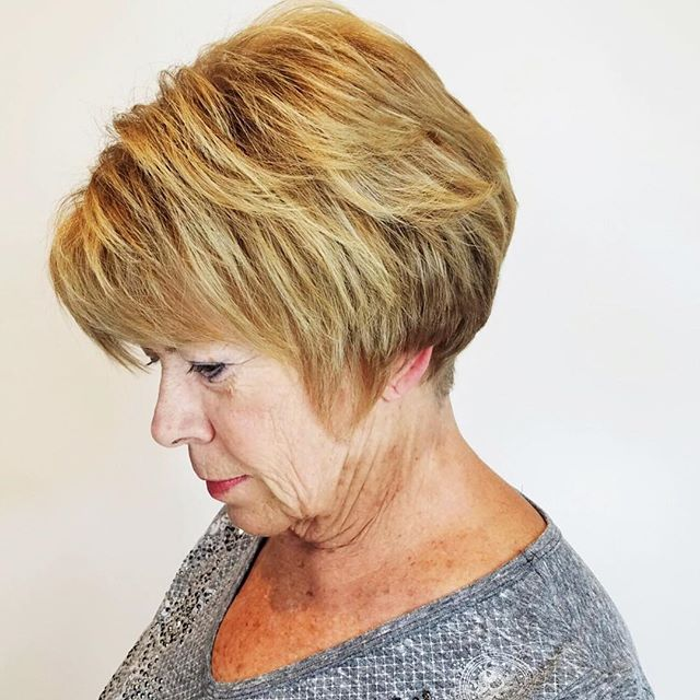Get ready for the festive season! Sophisticated short cut by Brenda Szewc. #chacesalon