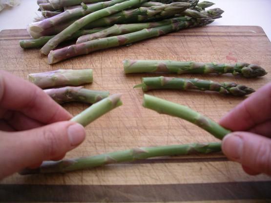snap-asparagus-stalk