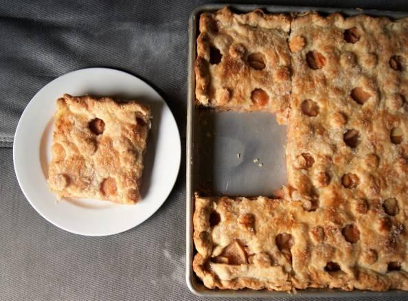 slice-quince-pie.jpg