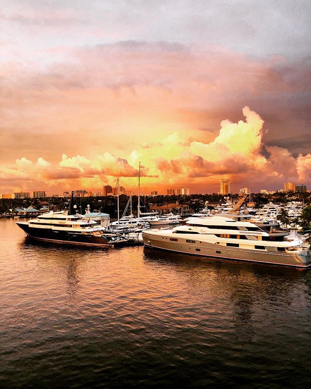 CaptureRI escaped the freezing temps for a little bit of ☀️ to attend The Refit Show down in Fort Lauderdale. We'll be here for the next couple days before heading off to Antigua for some more captures ✔️ #refitshow #fortlauderdale #captureri #capturingyachts #virtualreality #matterportpro2 #leicageosystems #blk360