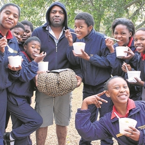 IN SOUTH AFRICA, Teacher Bonginkose Ngobese and the Thembelihle Primary School CHOIR Enjoy a DELICiOUS Wonderbag cooked Meal.