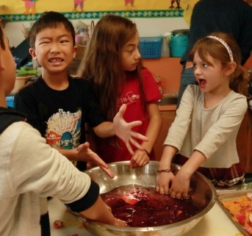 In CAlifornia, students at mark day school get hands on experience with science and the joy of wonderbag cooking.