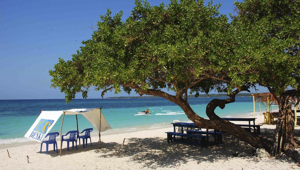 Beach Dental Tourism Colombia Cartagena Veneer
