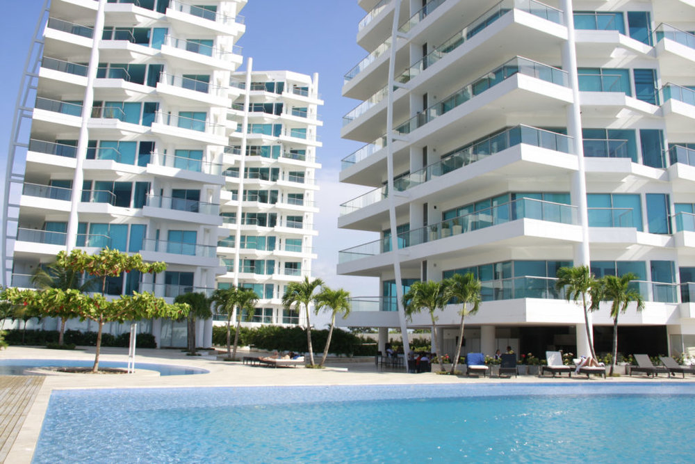 Hotel Pool - Dental Tourism Colombia (Dr. Julio Oliver, Cartagena)