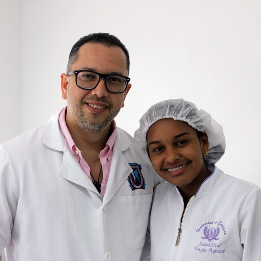 Dr.-Julio-Oliver-(Cosmetic-Dentist)-and-Angie-Dental-Tourism-Colombia-(Cartagena)