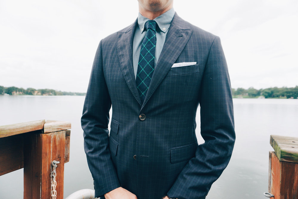 The Presidential Fold  – A simple fold that can be formal or casual. You may have commonly seen this style worn by Don Draper in the Netflix original Mad Men.