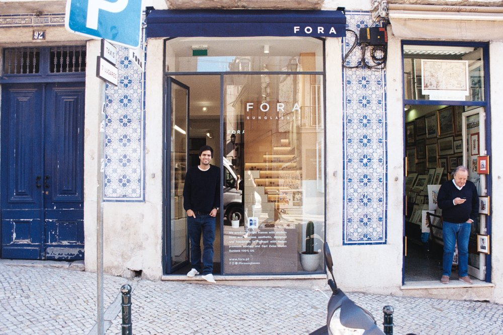 Miguel Barral, the founder of FORA. When the business started in 2010 he was 21 and studied economics. In the first 3 years he was doing business and studying simultaneously but then he decided to dedicate himself to the business full time.