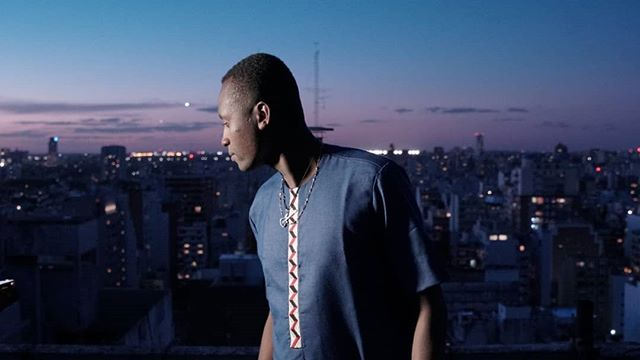 De un videoclip con la comunidad haitiana y senegalesa en Buenos Aires (y dejar de robar con la terraza por dos años). • • • • • • #wip #haiti  #senegal #argentina #videoclip #inmigrantes  #fotografiadocumental #photographer #photography #rap #trap #black #negro #teaser #colaborative #afro #africa #america #musical #culture #independent #guerilla #night #blue #song #independent #videogram #видео #altura #lucha