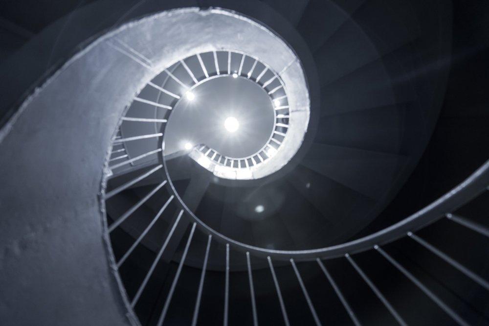 spiral-stairs-528973570_6000x4000.jpeg