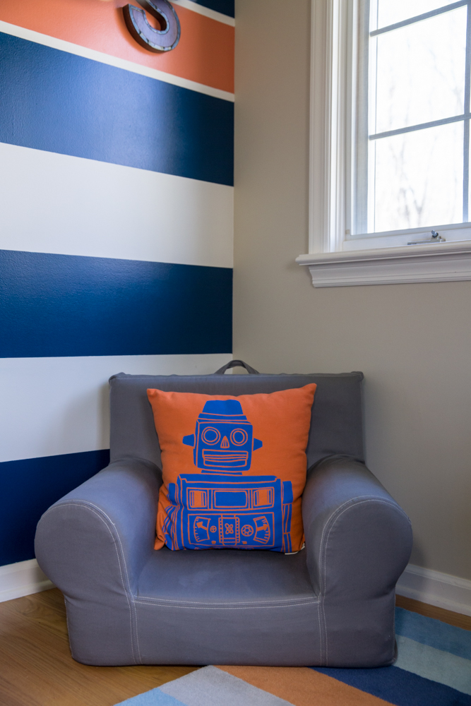 BOY'S BEDROOM - FUN SEAT AND PILLOW