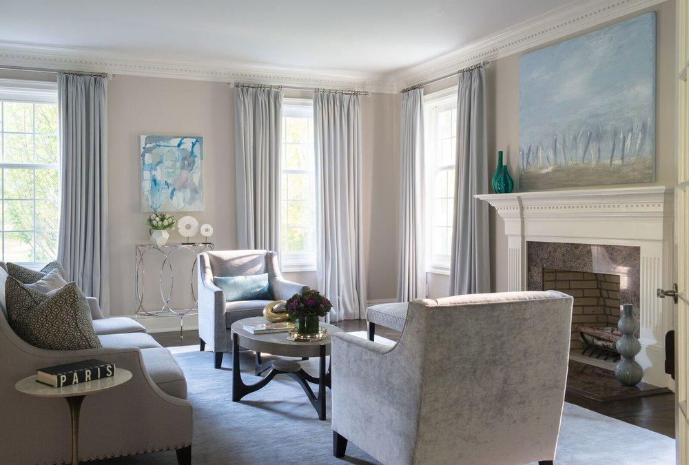 LIVING ROOM DECOR - COFFEE TABLE - WINDOW TREATMENTS