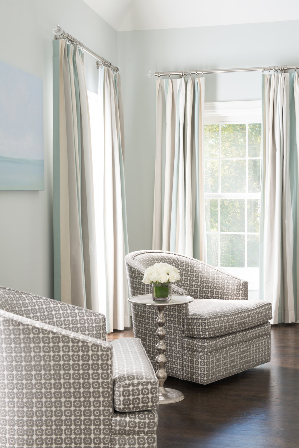 LIVING ROOM - SEAT LOUNGE - DRAPES - TABLE