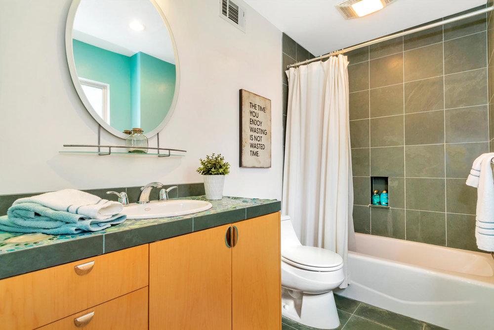 40 Acacia Dr Orinda CA 94563-large-045-25-Bedroom 3 Private Bath-1500x1000-72dpi.jpg