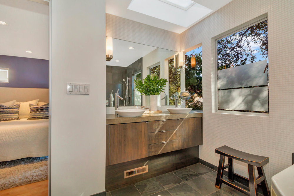 40 Acacia Dr Orinda CA 94563-large-035-35-Master Bedroom Open Concept-1500x1000-72dpi.jpg