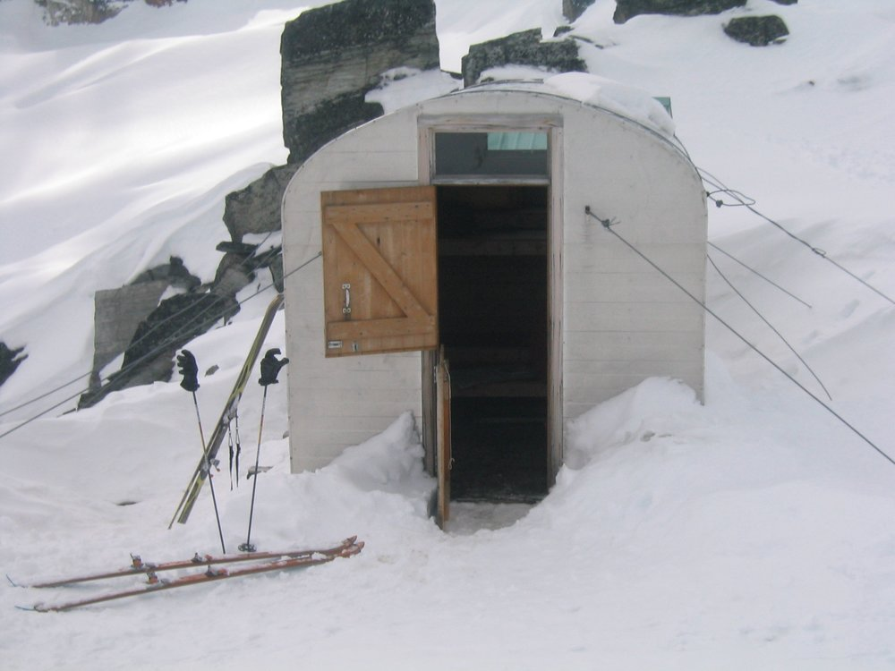 Sapphire Col Bivi Hut in the winter.