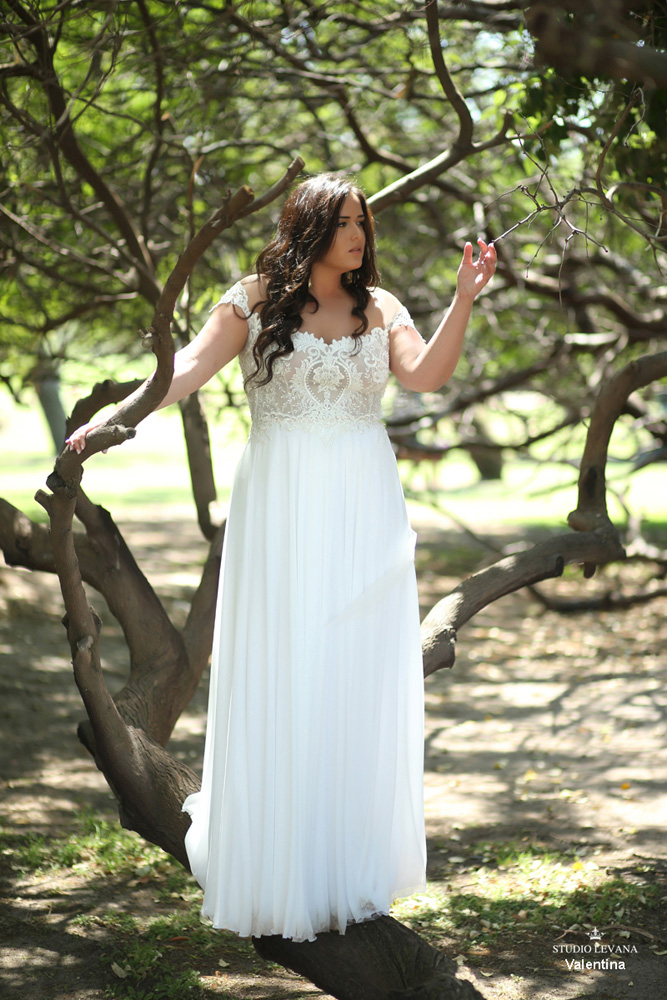 Plus_size_boho_wedding_dress_Valentina-(2).jpg