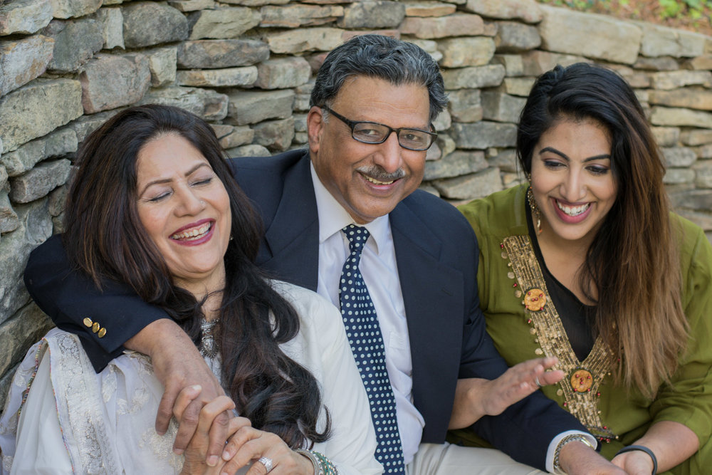 Grandkids pose    Adult Family PhotosLarge Group
