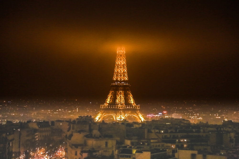 Eiffel_Tower_In_Fog.jpg