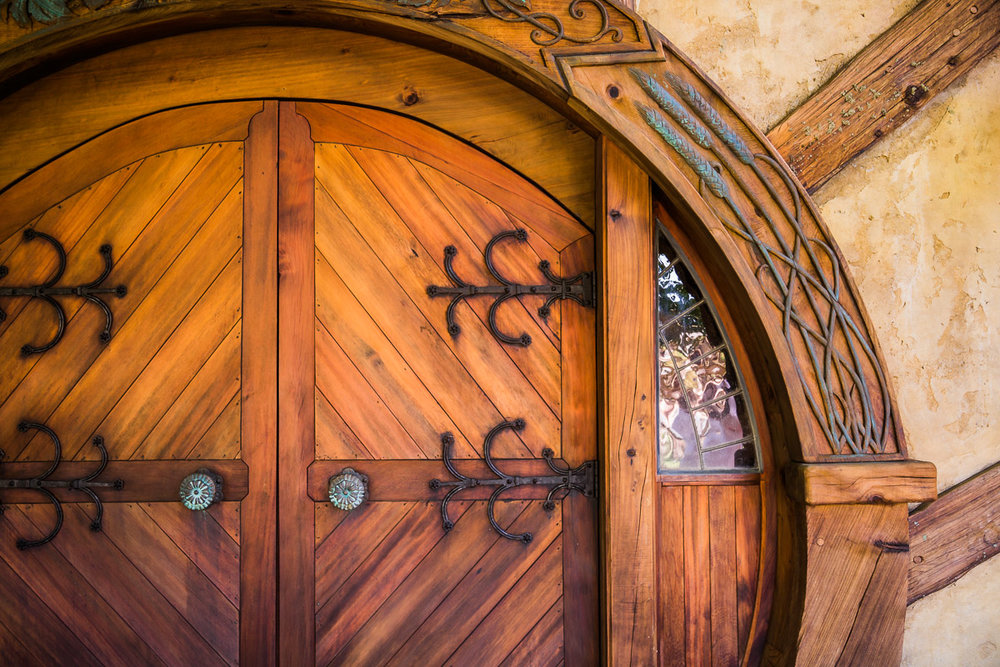 hobbiton-green-dragon-door-detail-movie-set-lord-of-the-rings-new-zealand.jpg