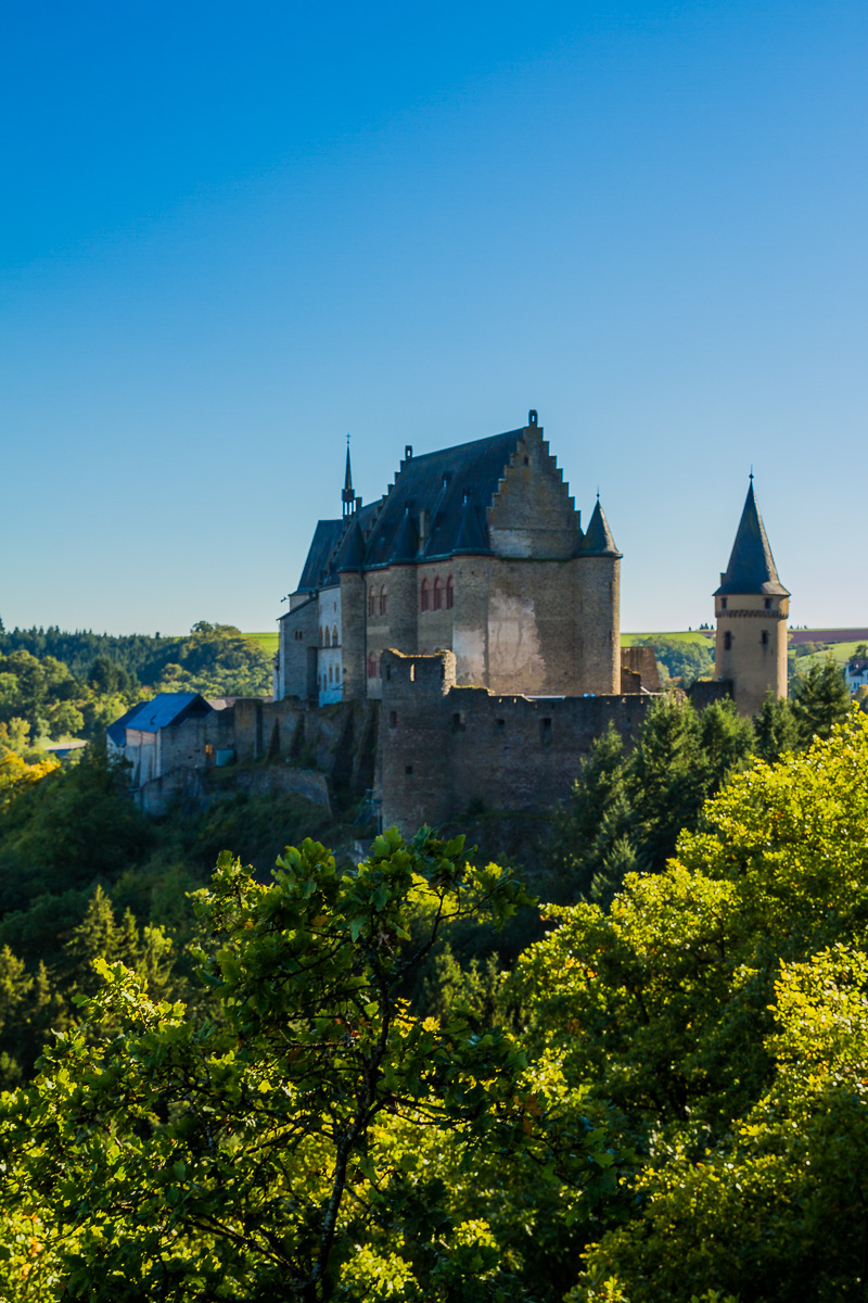 travel-medieval-castle-vianden-luxembourg-palace-village-tourism-trip-roadtrip-european.jpg